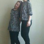 Dwie bluzki – ecru w czarny print