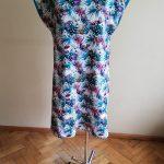 Sukienka w motyle w połączeniu ze ściągaczem w morskim kolorze