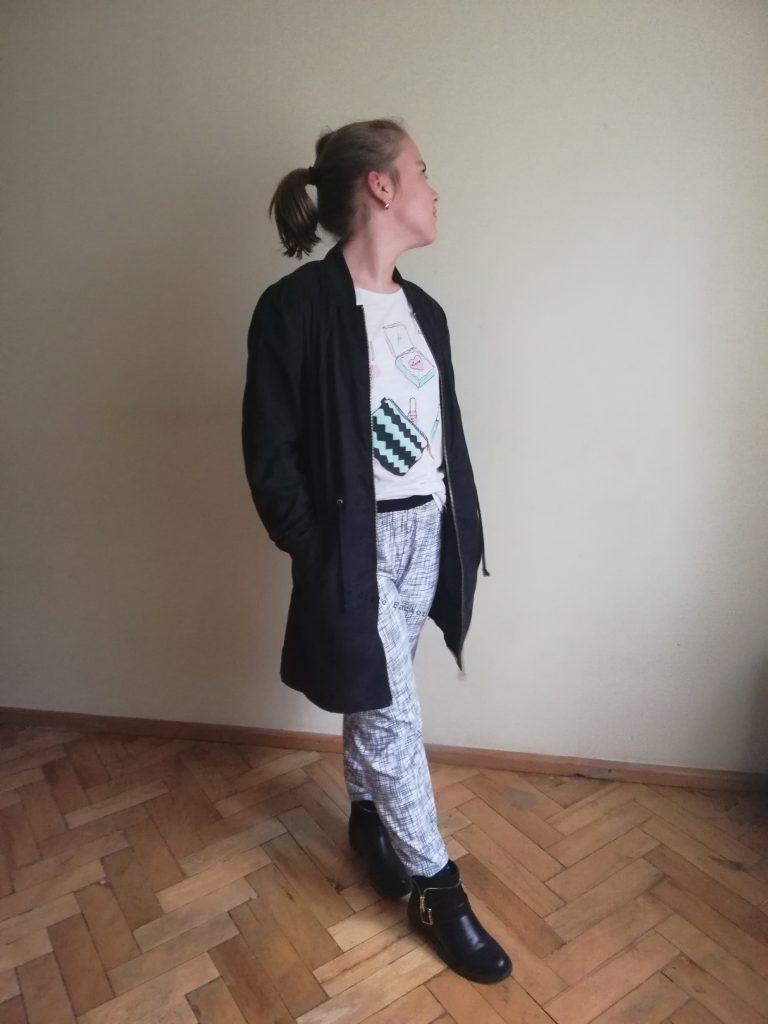 Spodnie w białym kolorze w grafitowy print