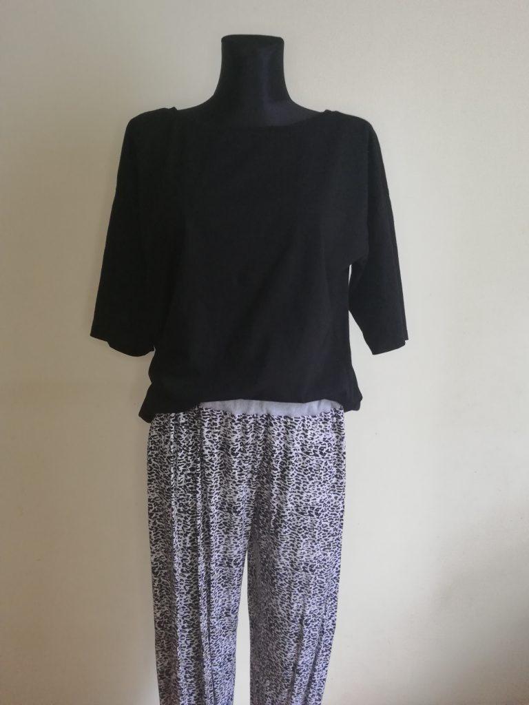 czarna bluzka i spodnie w panterkę
