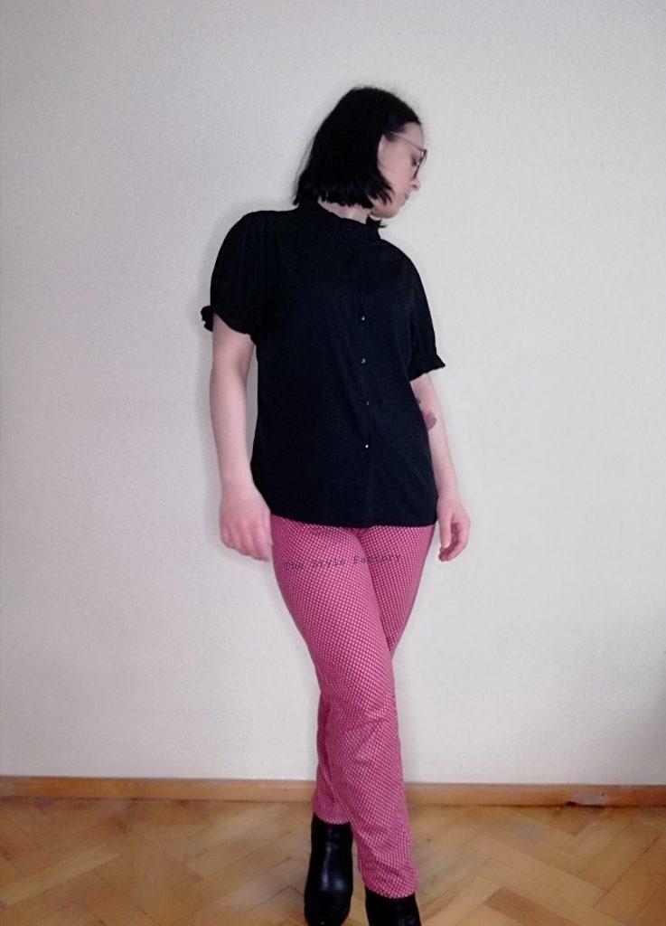 bordowe spodnie z wzorem
