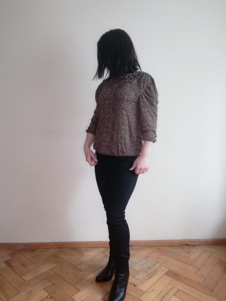 blouse with drapering